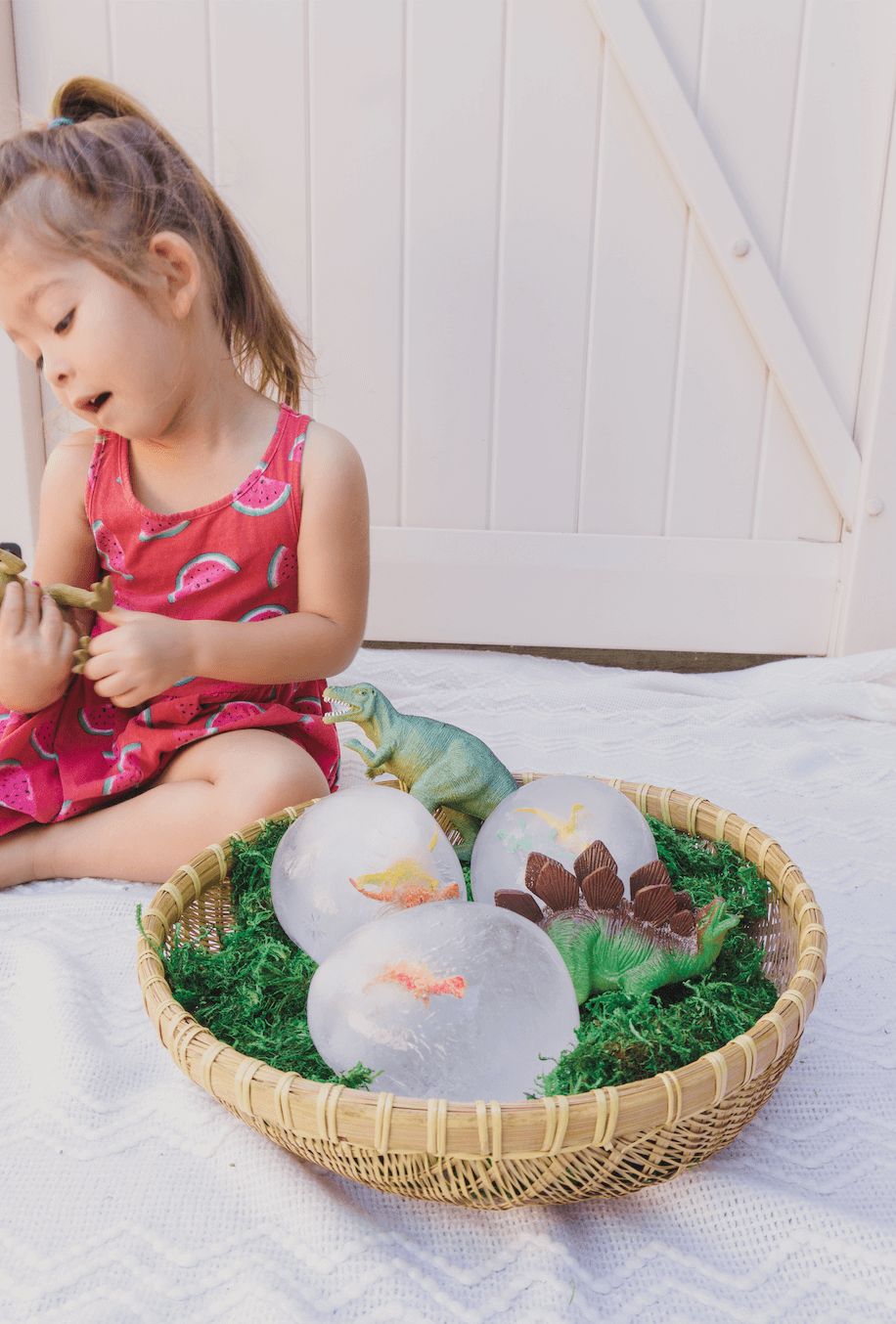 Frozen Dinosaur Eggs - Toddler, Kids, Preschool Sensory and STEM activity - Easy Hatching Dino DIY Craft - Easy Science - Dinosaur Party - Outdoor Game - tiffanieanne.com8
