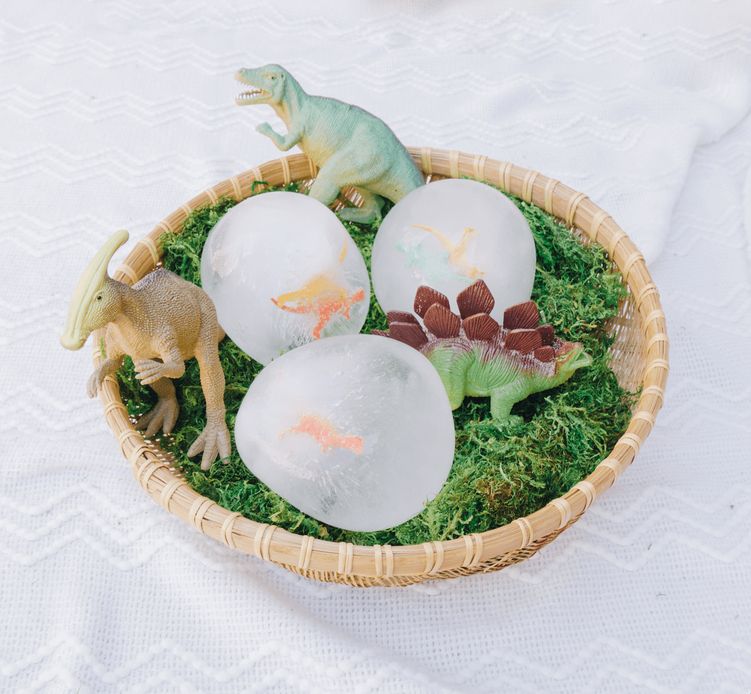 Frozen Dinosaur Eggs _ Toddler, Kids, Preschool Sensory and STEM activity _ Easy Hatching Dino DIY Craft _ Easy Science _ Dinosaur Party _ Outdoor Game _ tiffanieanne.com4