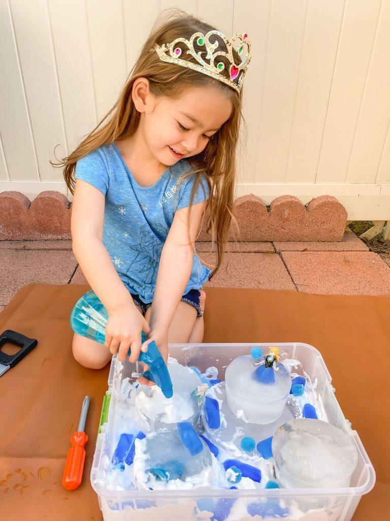 Sensory Play - Sensory Bin - Anna Elsa - Frozen Activity - Frozen Activity - STEM - Disney - tiffanieanne.com