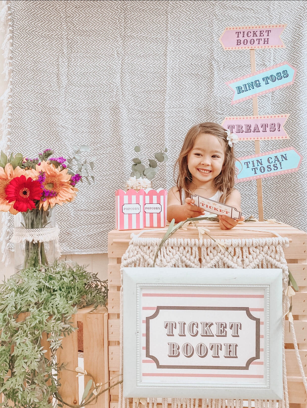 Carnival Circus Theme Party | FREE PRINTABLES | birthday party | tiffanieanne.com