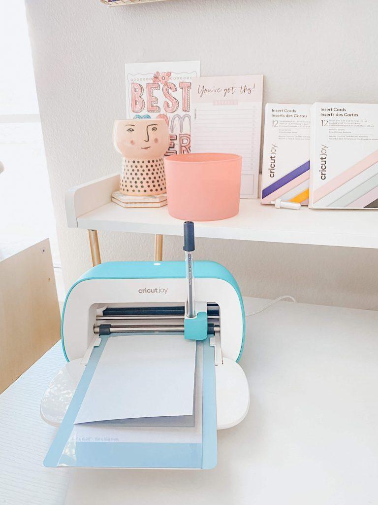 Cricut-Joy-Perfect-Beginner-Desk-Mom-Summer-Fun-Surprise-tiffanieanne.com-card-maker