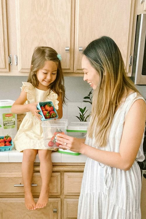 Less Waste & More Fresh Produce<br> with Rubbermaid's FreshWorks Produce Saver!