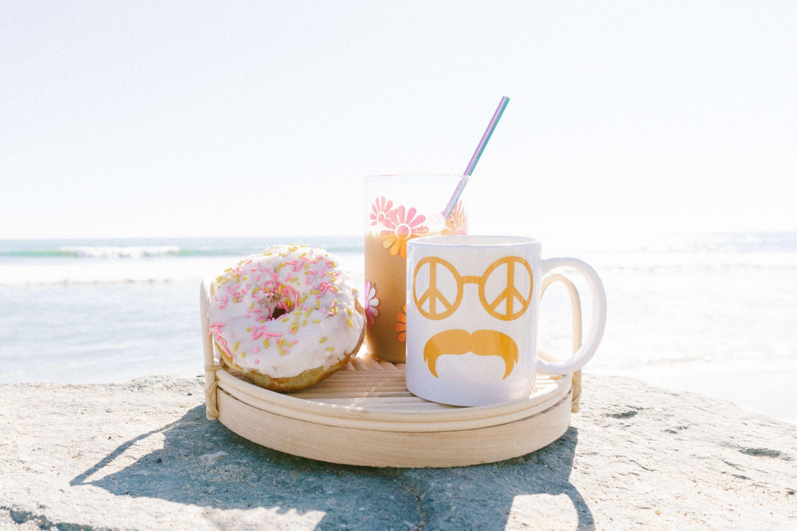 DIY-Groovy-Retro-Coffee-Mug-Cup-cricut-joy-cricut-mug-press